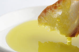 強い味のオリーブオイルと最高の相性ブルスケッタ