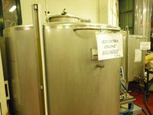 オリーブオイルの保存タンク