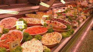 イタリアのスーパーの総菜コーナー