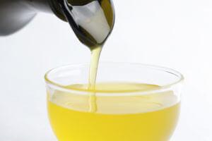 鮮度の良い良質なエキストラバージンオリーブオイルはサラサラ