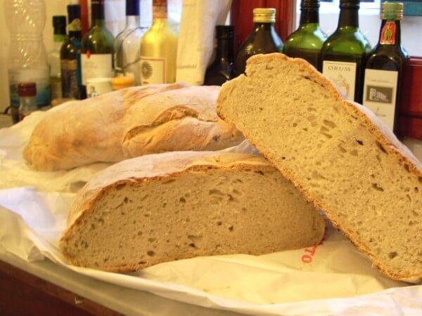 トスカーナの伝統的なパン