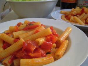 トマトとオリーブオイルだけのパスタ
