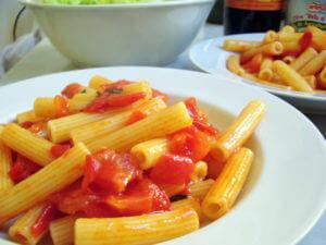 トマトのシンプルパスタ