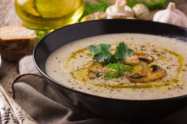 スープやシチューの仕上げにもオリーブオイル