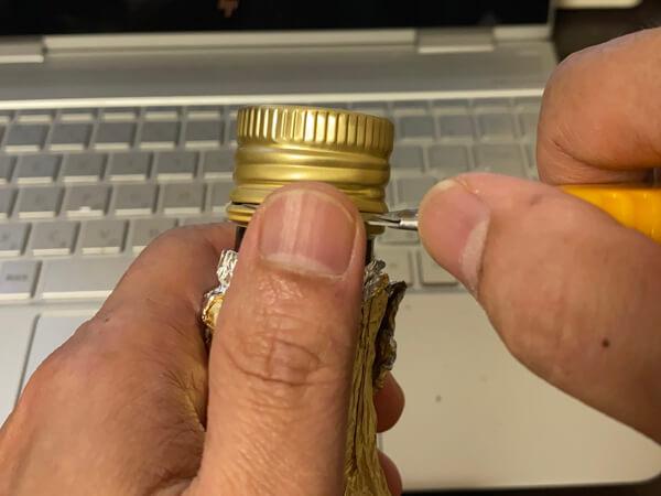 空回りして開かない栓の開け方